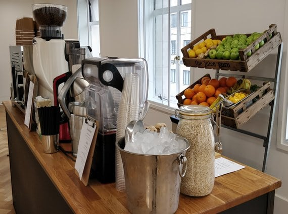 QCthcu7RKX4s7WjZ_Coffee-smoothie-bar-2